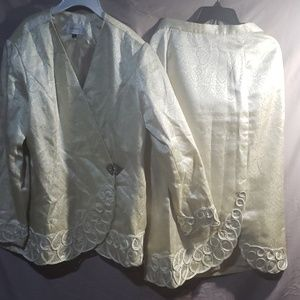 Terramina 2 pc shiny cream suit